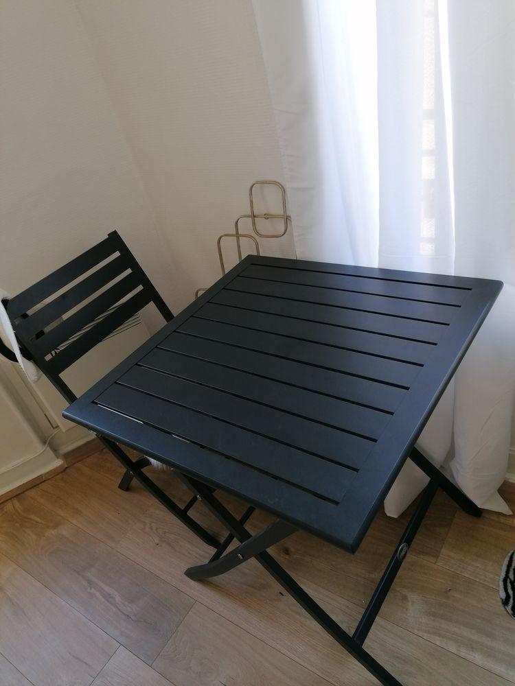 Table en métal avec les 2 chaises 50 Issy-les-Moulineaux (92)