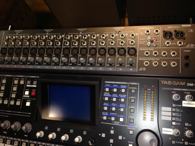 Table mixage numérique Tascam Dm24 530 Taillecourt (25)