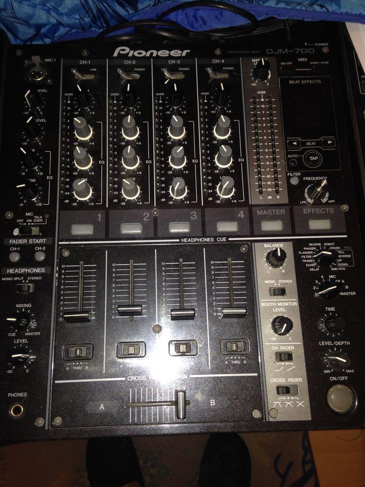 Table de mixage DJm 700 pioneer  400 Fontvieille (13)