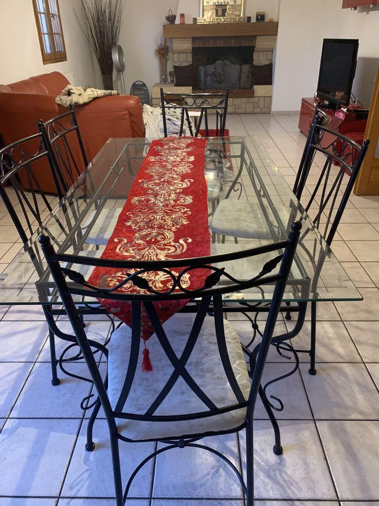 table a monger en verre avec 6 chaises  en fer forgé  130 Bobigny (93)