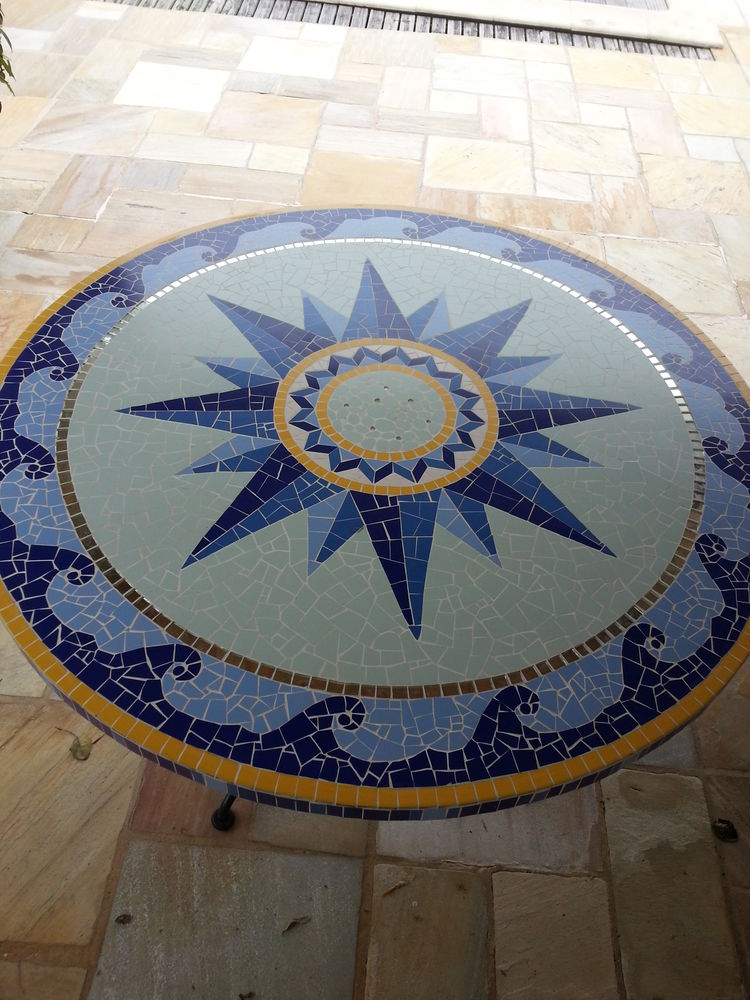 Table en mosaïque. 250 Nantes (44)
