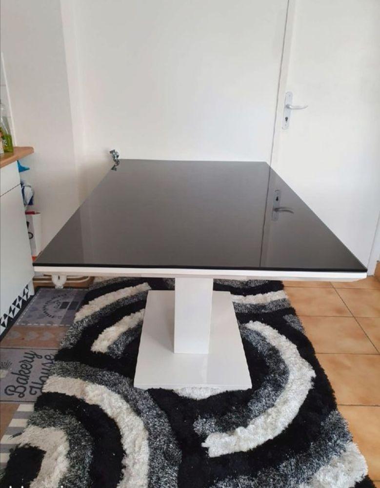 Table noir et blanche.  120 Rambouillet (78)