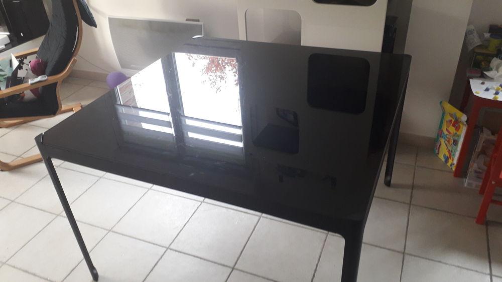 Table noire carrée vitrée  0 Sars-et-Rosières (59)