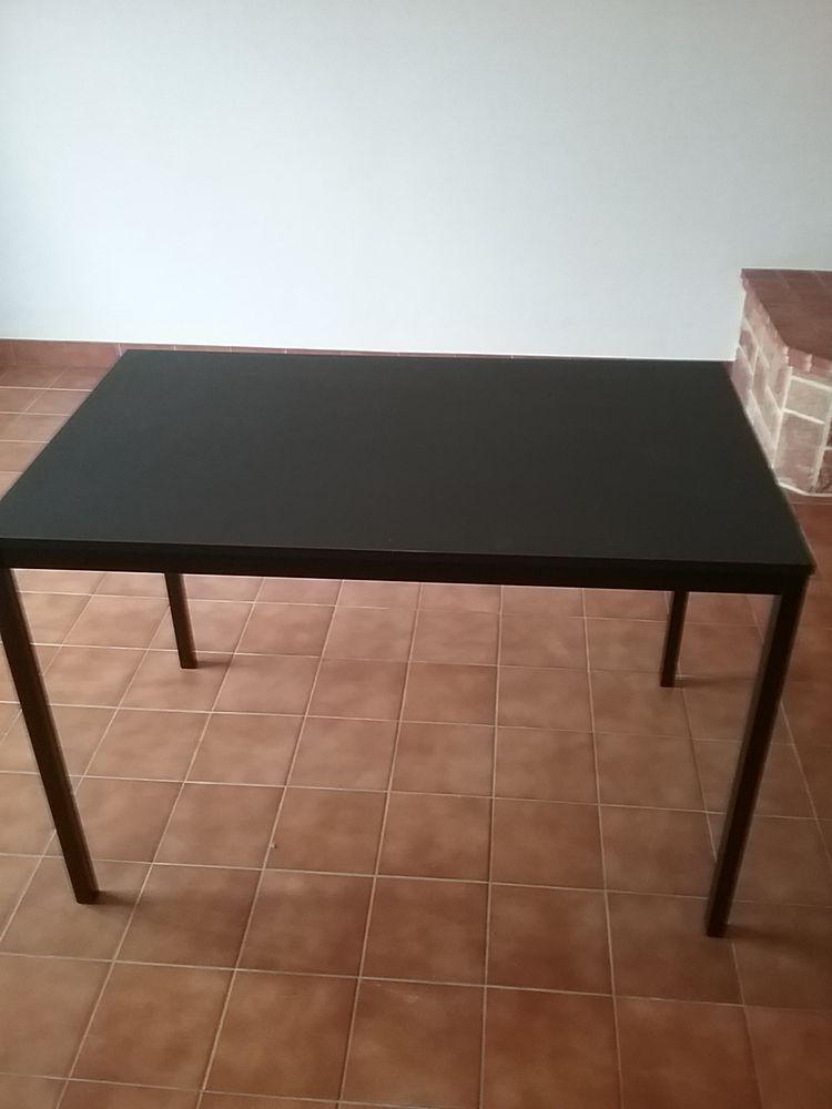 Table noire neuve Ikea 30 Châteaugiron (35)