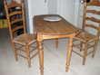 Table ovale avec 2 abattants plus 2 chaises assorties Meubles