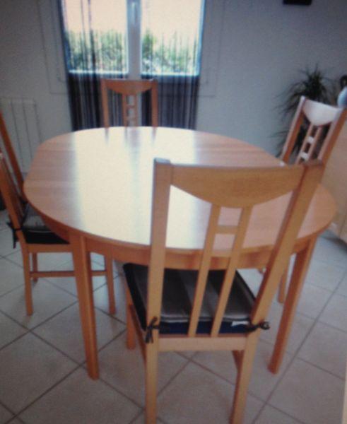 TABLE OVALE EN BOIS (4 à 8 personnes voir +) et 4 CHAISES 180 Auxerre (89)