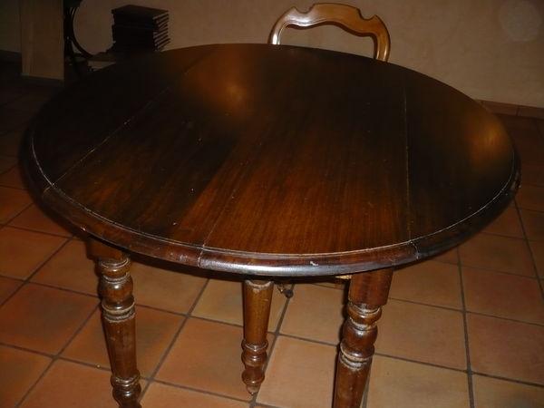 TABLE OVALE EN BOIS 200 Joux (69)