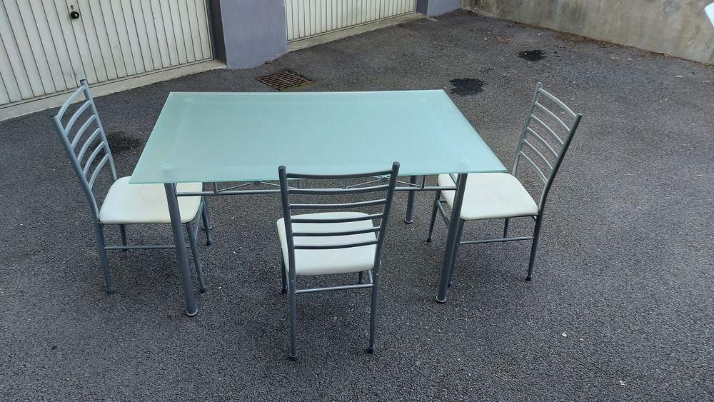 Table plateau verre avec 3 chaises en très bon état 50 Meythet (74)