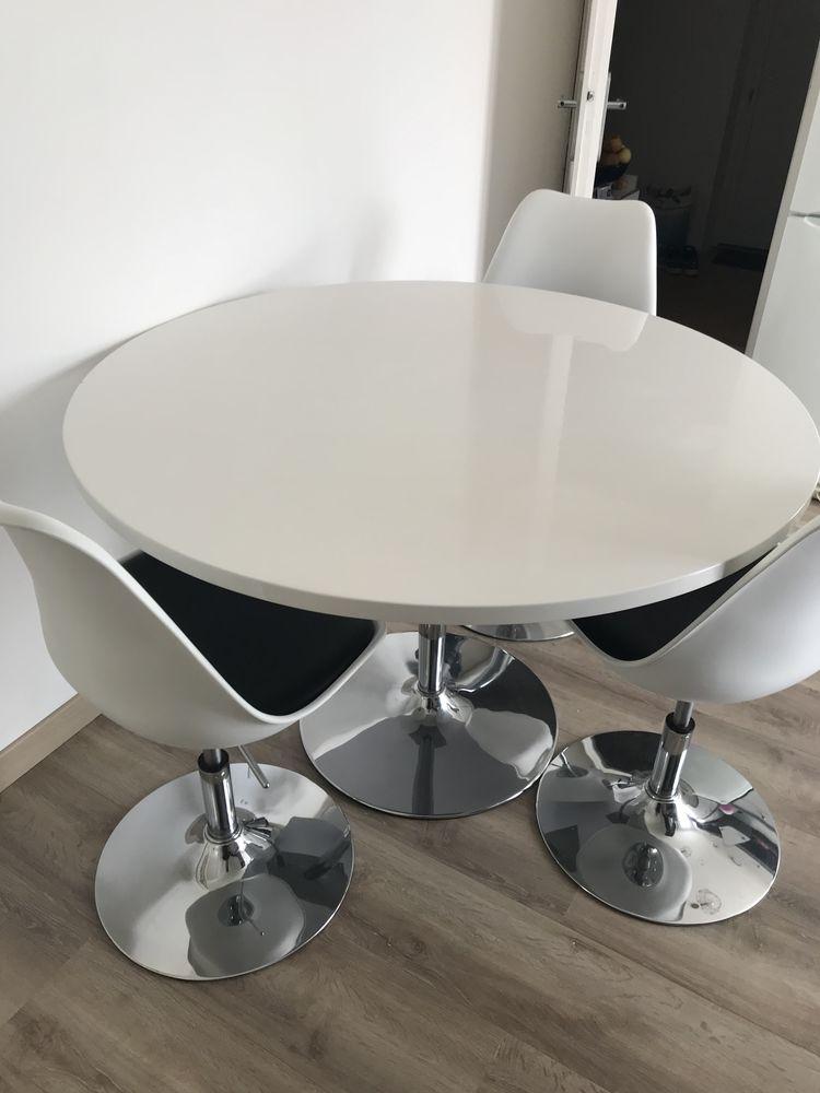 table et quatre chaises 170 Lézignan-la-Cèbe (34)