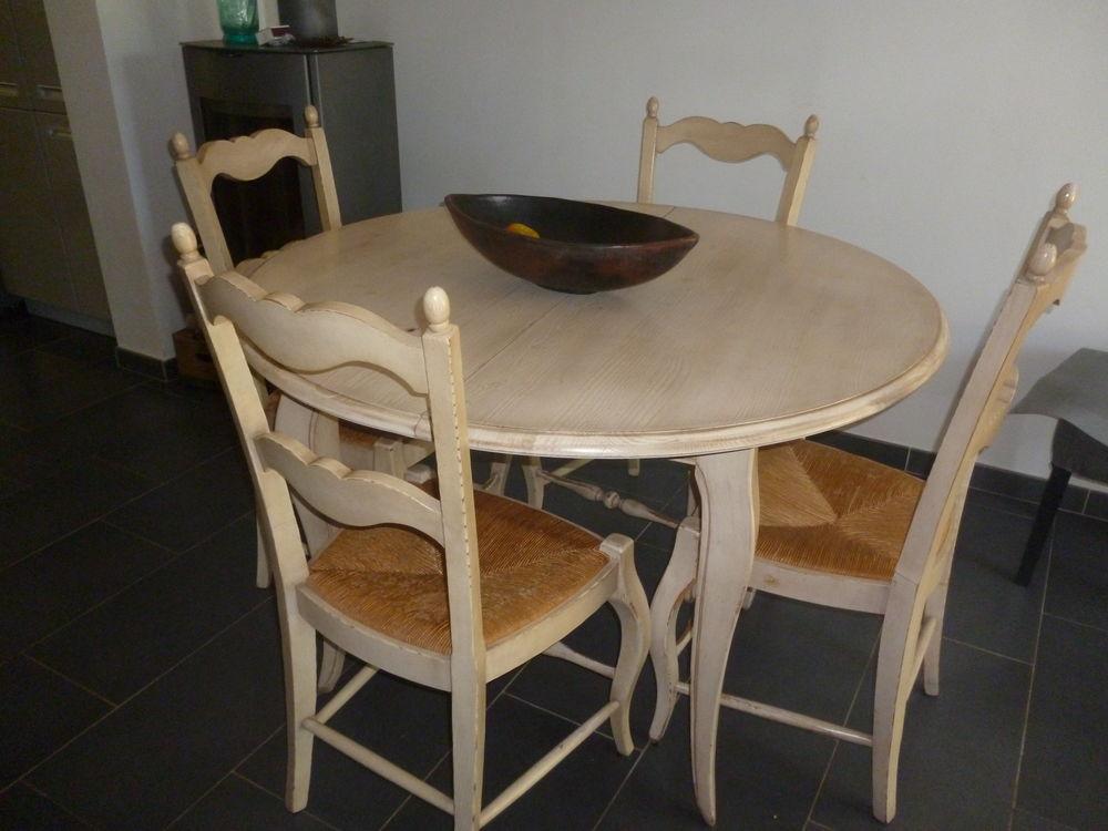 table à rallonge et quatre chaises 0 Hyères (83)