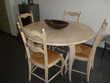 table à rallonge et quatre chaises Meubles