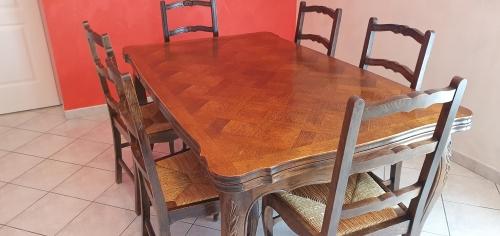 Table, 2 rallonges (sans les chaises) 150 Lentilly (69)