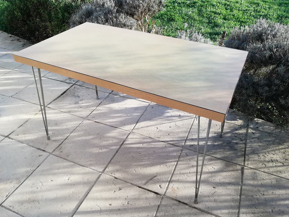 Table rectangulaire formica beige et pieds eiffel  100 Preignac (33)