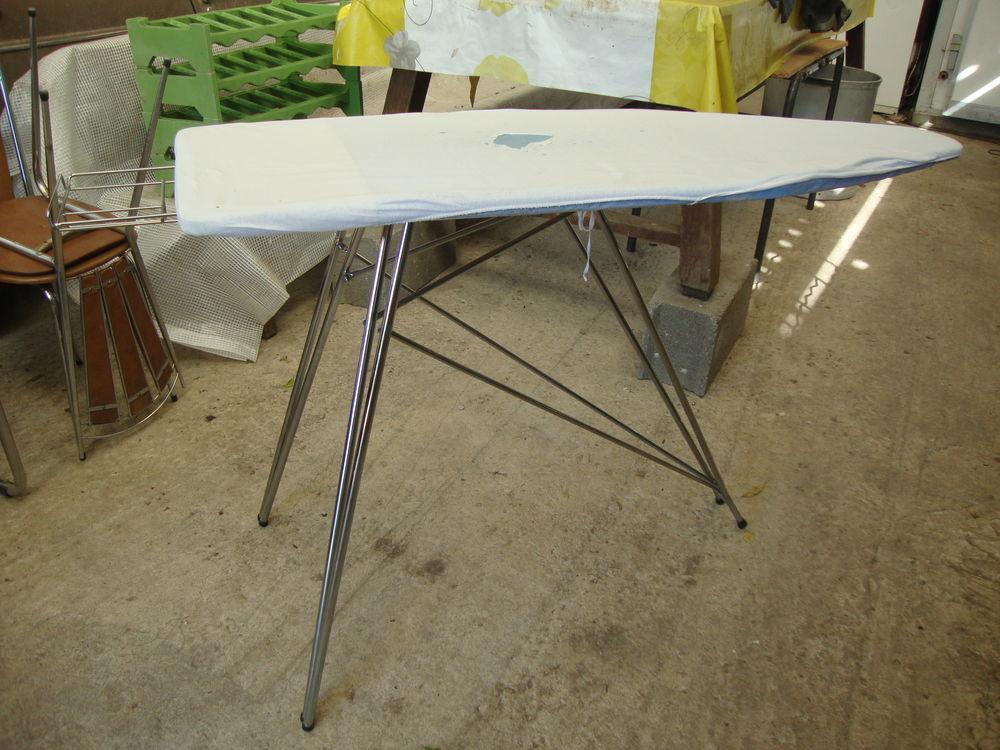 TABLE A REPASSER VINTAGE 30 Ouzouer-sur-Trézée (45)