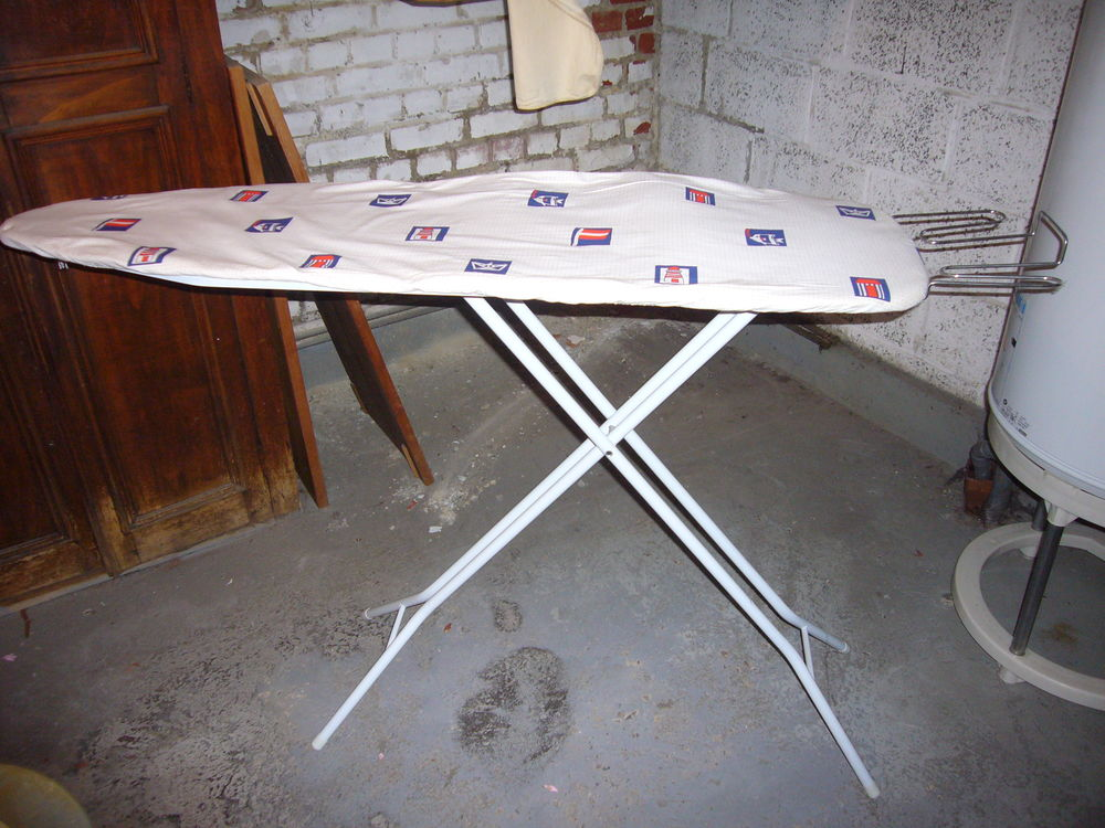 table à repasser Electroménager
