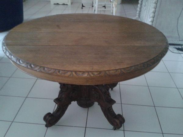Table ronde ancienne style renaissance 80 Montbonnot-Saint-Martin (38)