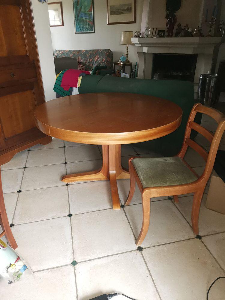 table ronde avec rallonge intégré 12 couverts et 6 chaises  400 Villebougis (89)