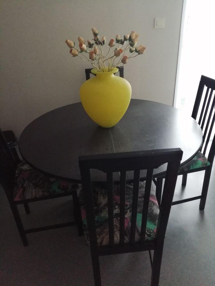 Table ronde avec 4 chaises  130 Rezé (44)