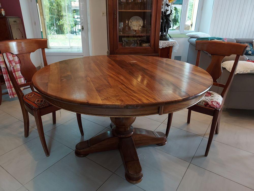 Table ronde avec rallonge  4 chaises   ( 8 couverts ) 150 Laruscade (33)