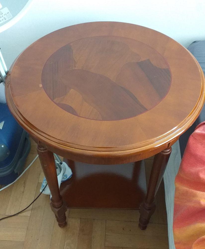 TABLE RONDE EN BOIS Meubles