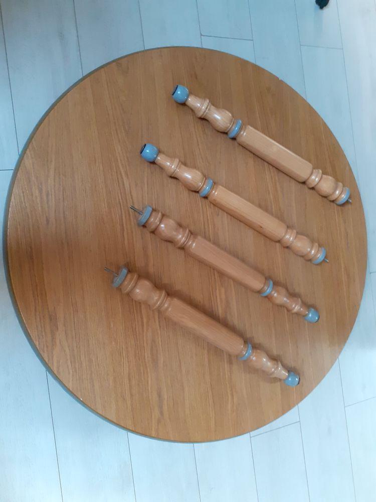 Table Ronde en bois bon état.  100 Seynod (74)