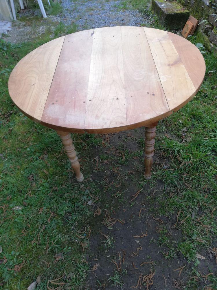 TABLE RONDE EN BOIS MASSIF 70 Redon (35)