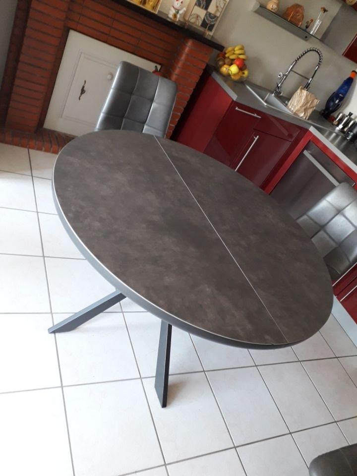 table ronde céramique. 500 Saint-Brice-en-Coglès (35)