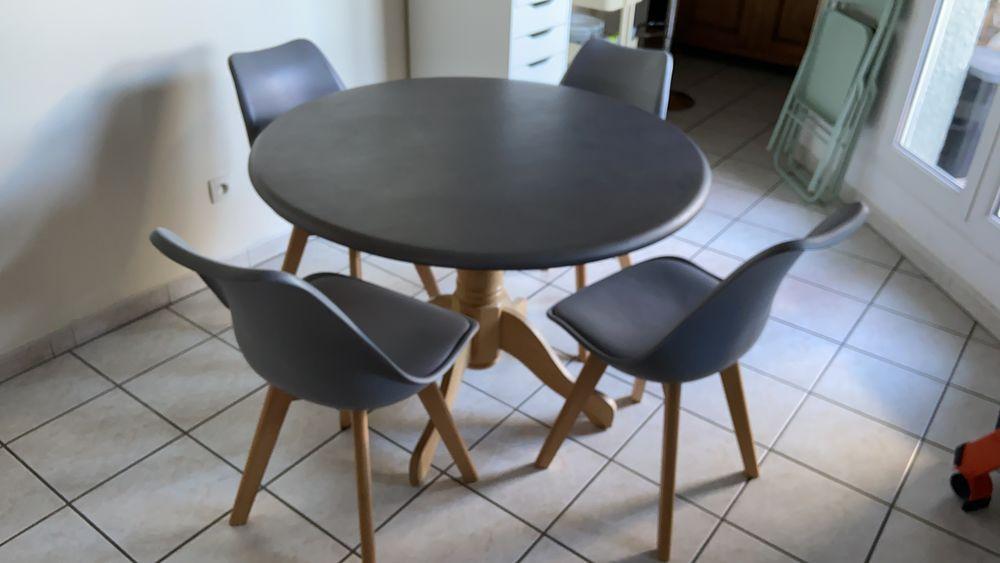 Table ronde et ses 4 chaînes scandinaves 120 Francheville (69)