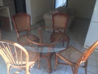 Table ronde et chaise en osier 50 Roquebrune-sur-Argens (83)