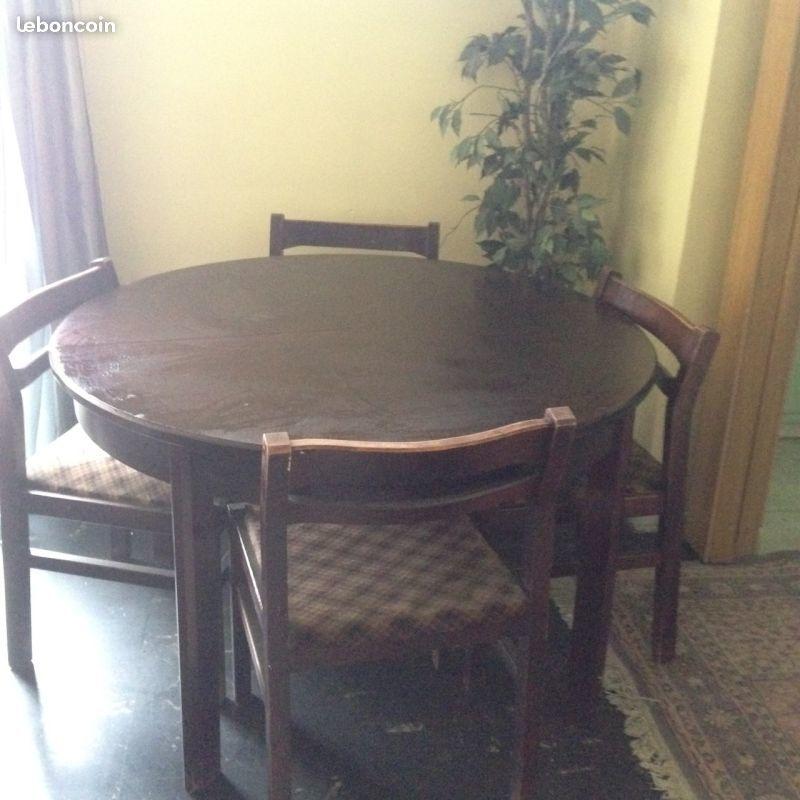 Table ronde et 5 chaises en bois vintage 180 Ivry-sur-Seine (94)