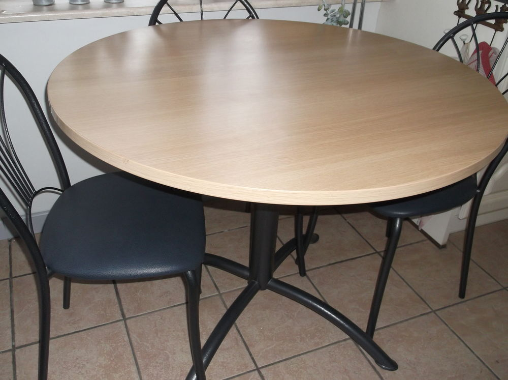 Table ronde et chaises assorties 60 Tourcoing (59)