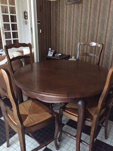 Table ronde et chaises 400 La Brède (33)