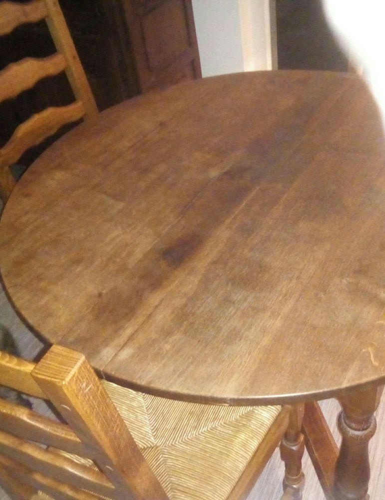Table ronde et 4 chaises paillées bon etat 350 Charleville-Mézières (08)