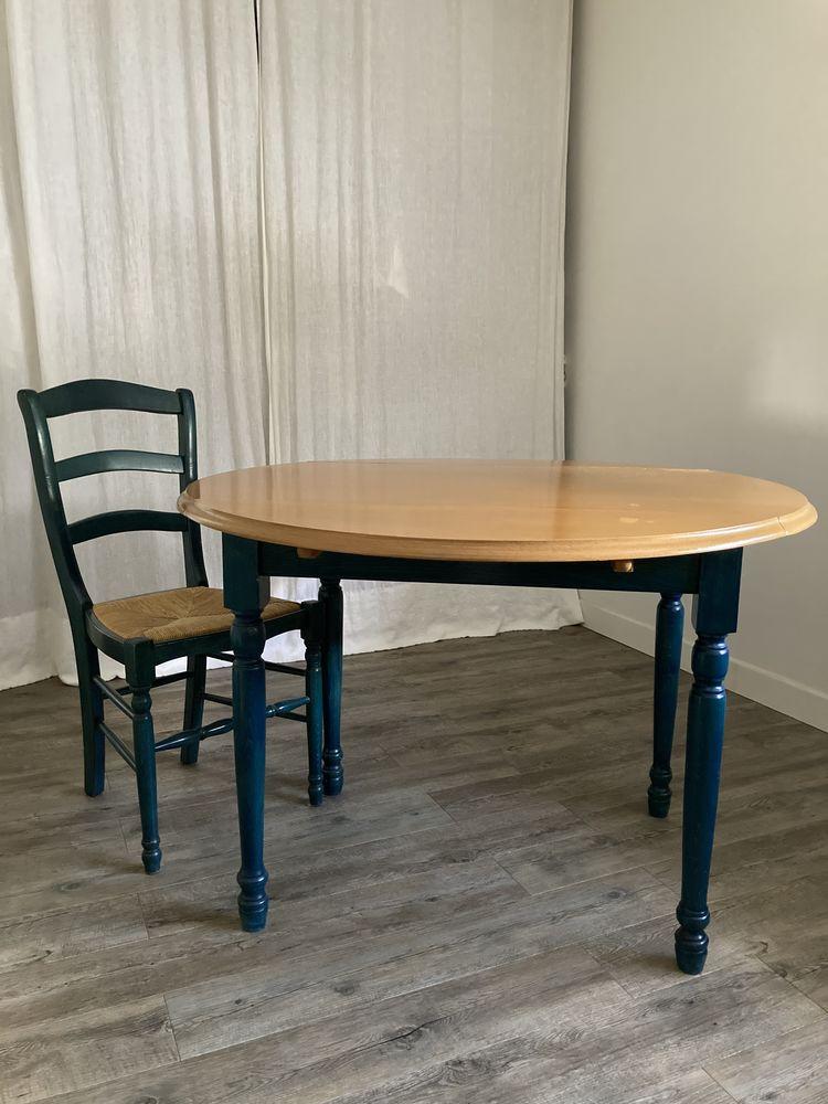 Table ronde / 4 chaises 150 Villenave-d'Ornon (33)