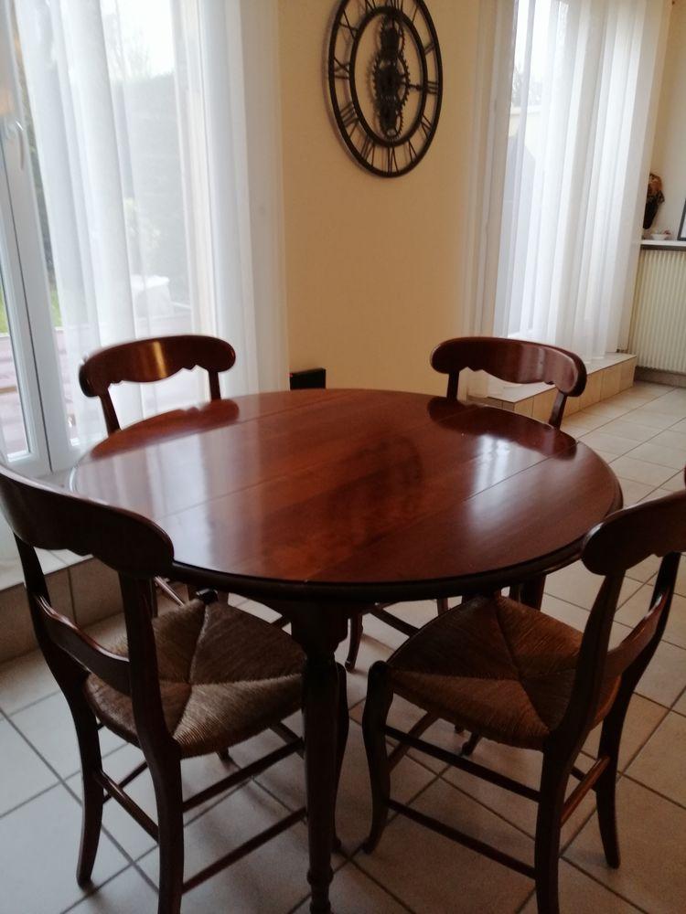 Table ronde et 4 chaises paille en merisier. Patine antiquai 350 Maurepas (78)