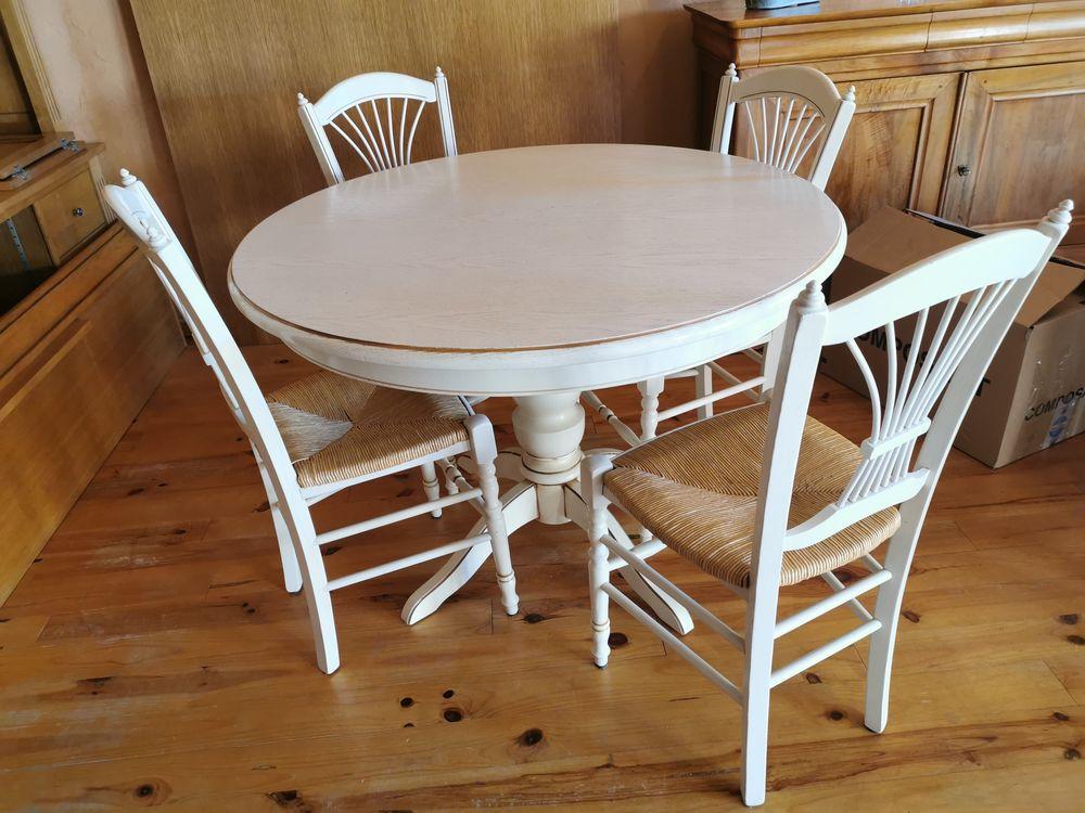 table ronde en chêne céruse blanc avec 4 chaises   300 Saint-Didier-de-Formans (01)