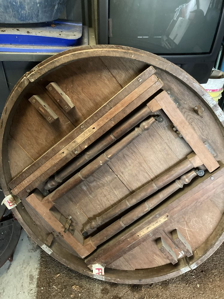 Table ronde en chêne pieds repliables à rénover 370 Vitry-sur-Seine (94)