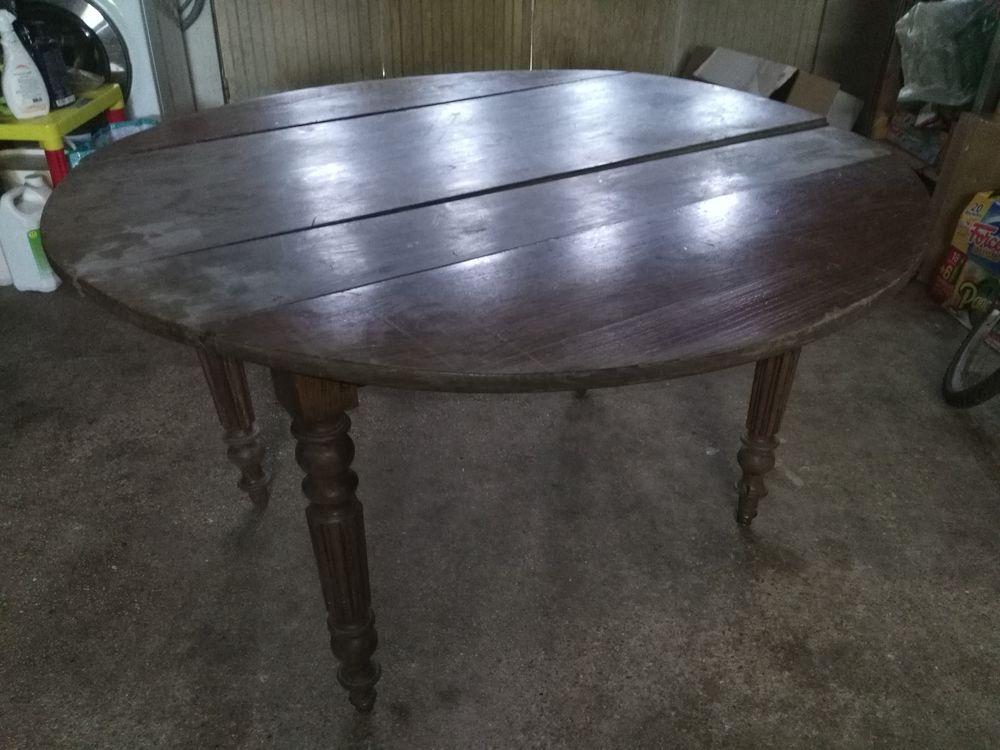 Table ronde côté rabattable 25 Breuillet (91)