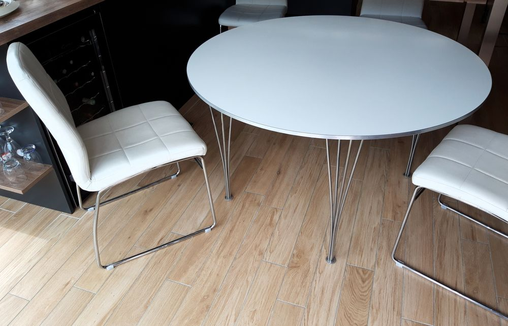 Table ronde Design et 4 chaises blanches 0 Locoal-Mendon (56)