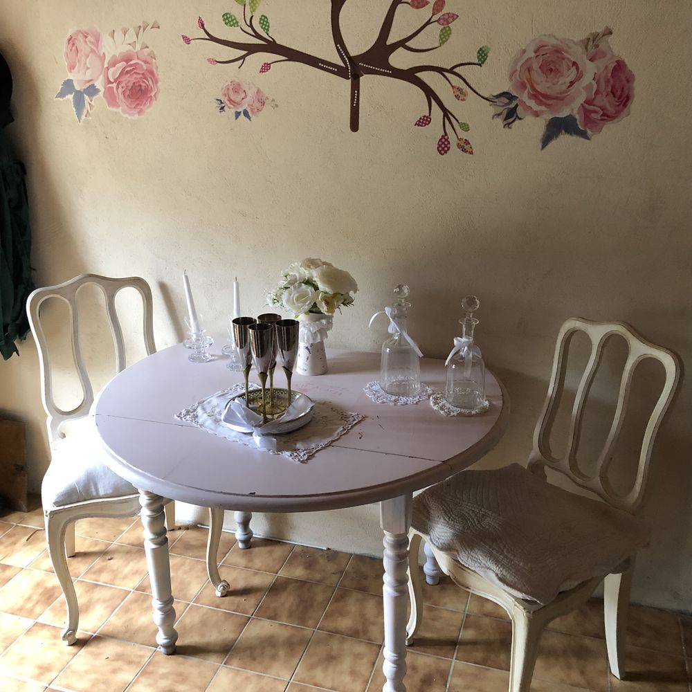 table ronde et deux chaises  100 Plouguerneau (29)