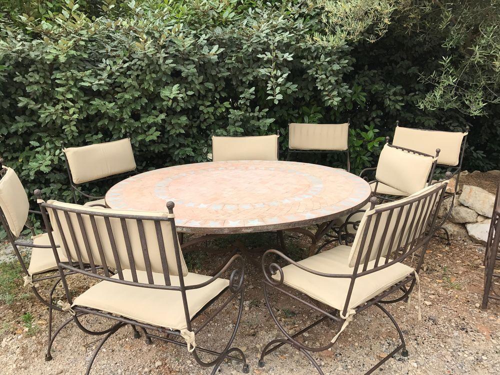 Table ronde 180/180 + 8 fauteuils  500 Meyreuil (13)