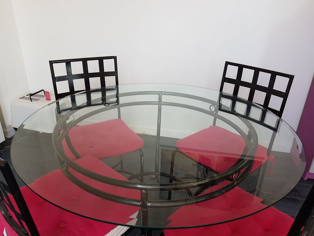TABLE RONDE FER FORGE ET 4 CHAISES 120 Colombes (92)
