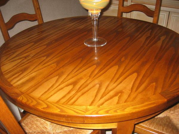 Table ronde en frêne massif et 4 chaises  0 Agonac (24)
