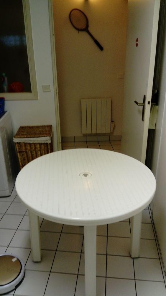 Table ronde de jardin grosfillex 15 Bordeaux (33)