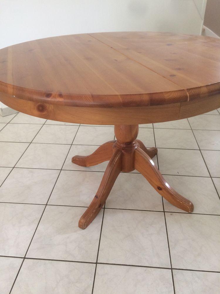 Table ronde en pin massif teinté ciré 0 Saint-Jean-de-Braye (45)