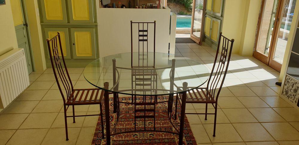 Table ronde plateau verre, 6 chaises, lustre en fer forgé 350 Sardan (30)