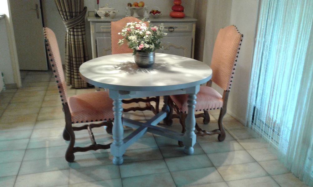 TABLE RONDE SALLE A MANGER Meubles
