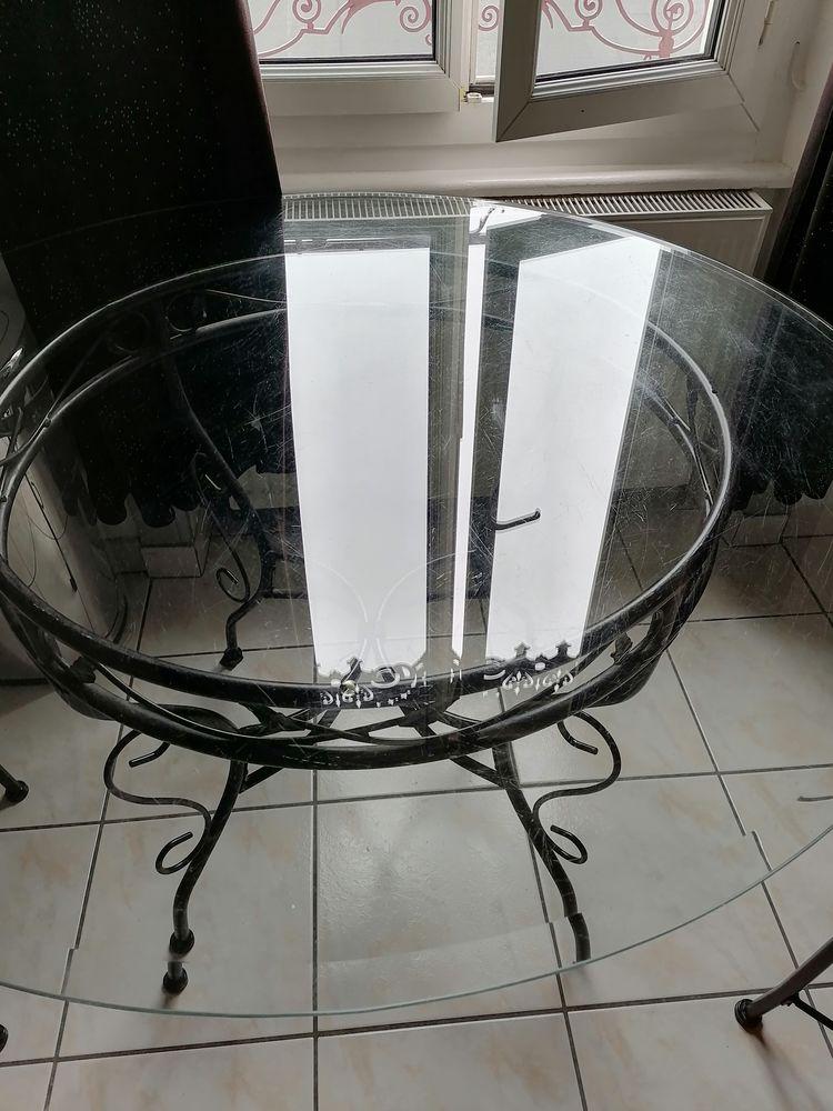 Table ronde salle à manger ou cuisine.  50 Oullins (69)