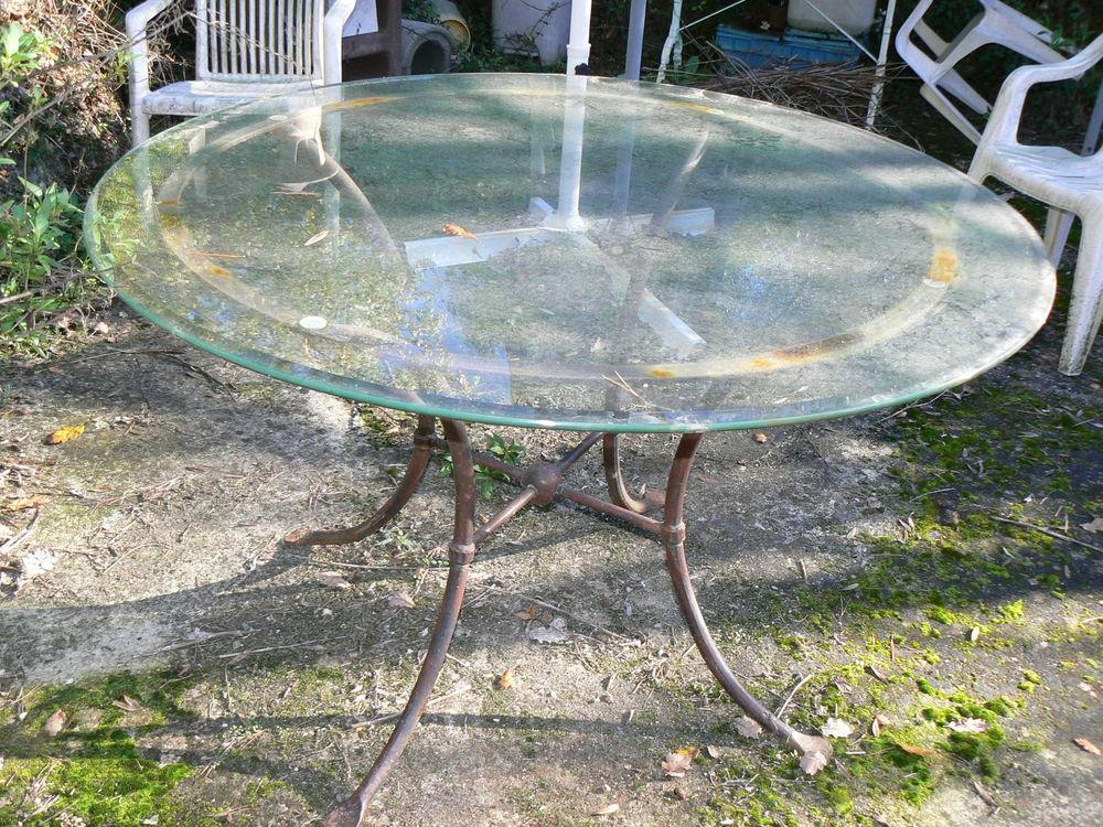 Table ronde en verre et fer forgé 150 Menton (06)
