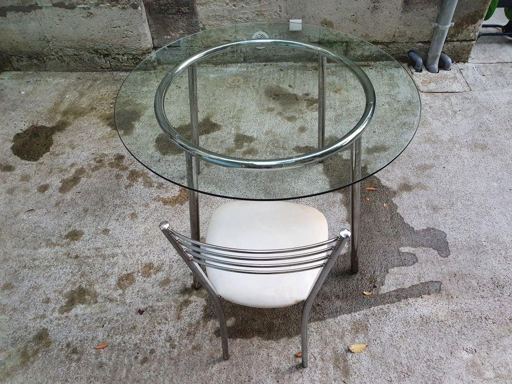 Table ronde en verre et 4 chaises